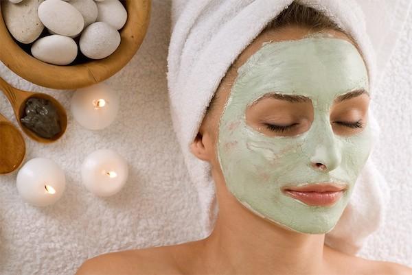 Lociones y mascarillas naturales para corregir las manchas de la piel