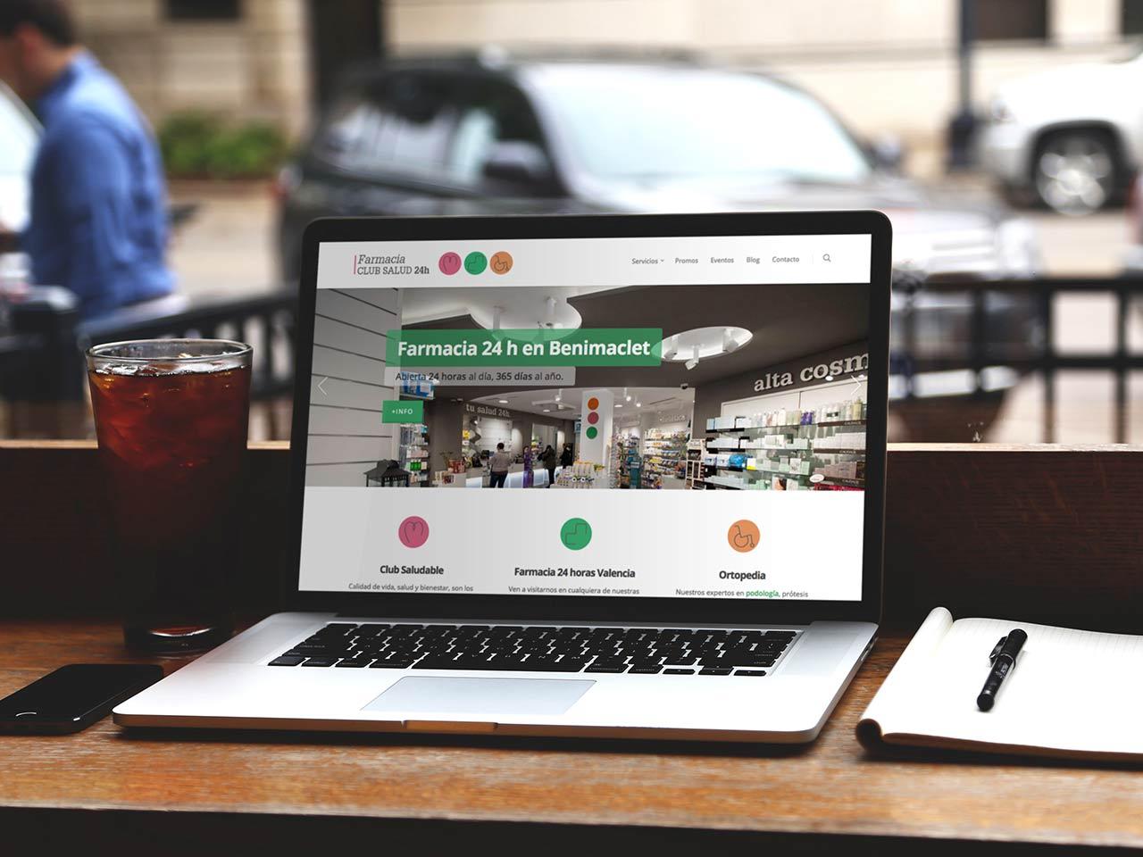 Nueva web Club Salud 24h en un portátil de escritorio