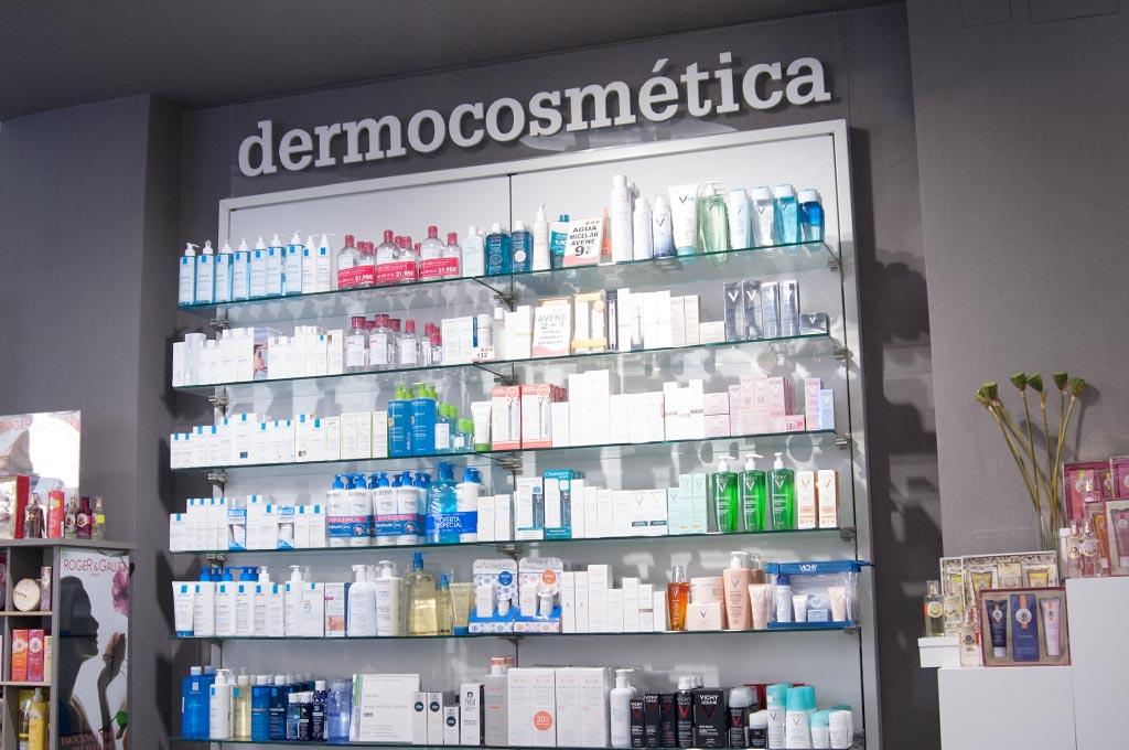 Productos cosmñeticos y dermoprotectores en farmacia