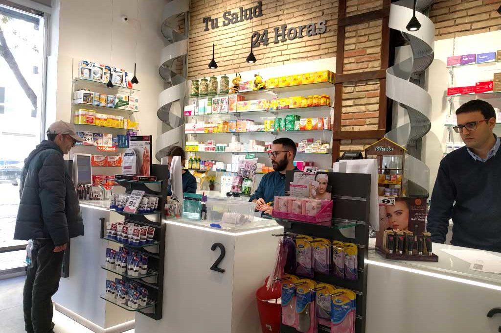 Atención farmacéutica por profesionales en farmacia 24h